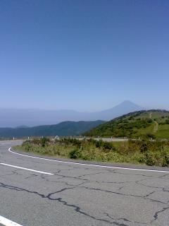 澄んだ空に富士山
